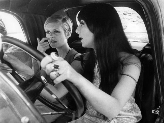Cher-and-Twiggy-joy-ride.